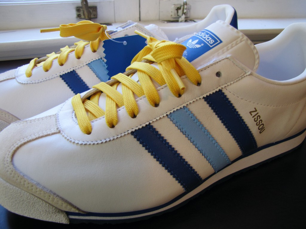 Shoe customizer Ken has been working on the perfect Team Zissou sneakers  and has put a finished batch up for sale on EBay. While the real Zissou  sneakers ...